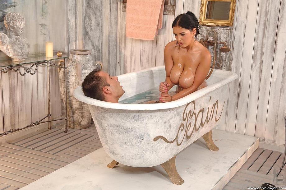 порно в ванной большие сиськи